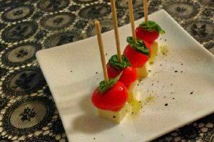 プチトマトとモッツァレラのピンチョス